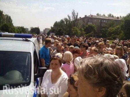 BREAKING: Rally in Donetsk downtown — people demand to start onset and to p ...