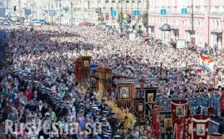 Около 100 тысяч человек прошли крестным ходом по Невскому проспекту