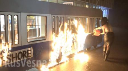 В Виннице Femen подожгли «трамвай Порошенко в оффшоры» (ФОТО, ВИДЕО 18+)