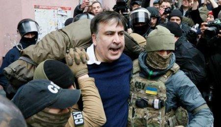 Саакашвили вывезли наличном «оффшорном» самолёте Порошенко