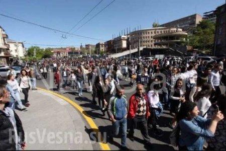 Протесты вАрмении: оппозиция блокирует улицы и метро (ФОТО, ВИДЕО)