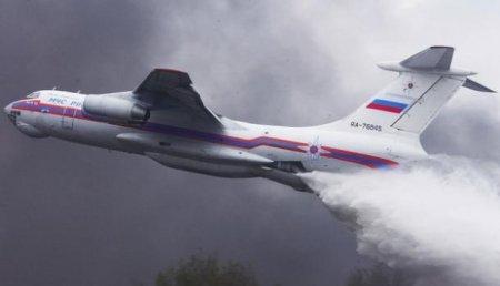 ВПодмосковье Ил-76 сбросил 40 тонн воды наполицейских