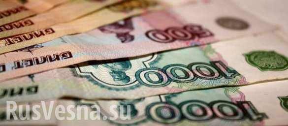 Рубль отступает под давлением рынка и нефти