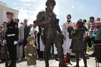 Итальянские депутаты у памятника «Вежливым людям» прокричали «Viva Crimea!»