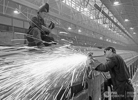 «Попилили наметаллолом»: КакЛатвия уничтожила свою промышленность