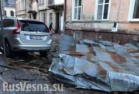 Львов под ударом стихии: по Украине идёт ураган (ФОТО, ВИДЕО)