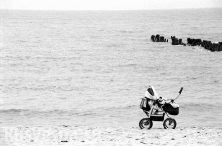 ВОдессе ураганный ветер сдул в море коляску сребёнком (ВИДЕО)