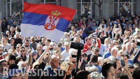ВСербии протестующие прорвали ограждение удворца президента (ФОТО, ВИДЕО)