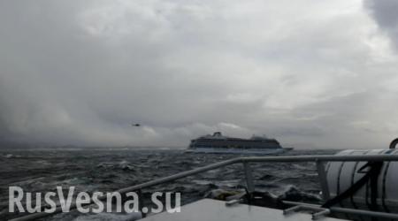 Мебель летает: кадры с терпящего бедствие лайнера близ Норвегии (ВИДЕО)