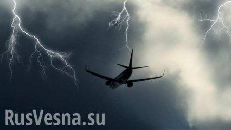 Молния ударила впассажирский самолёт, летевший вСочи