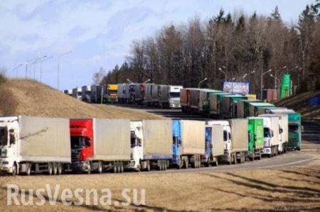 На украинско-словацкой границе стоят километровые очереди из фур (ВИДЕО)