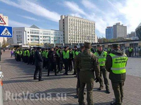 Дебаты Порошенко с Порошенко: к «Олимпийскому» сгоняют полицию (ФОТО, ВИДЕО)