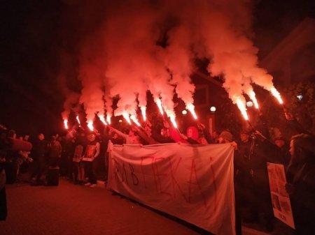 Толпа радикалов осадила дом генпрокурора Украины (ФОТО, ВИДЕО)