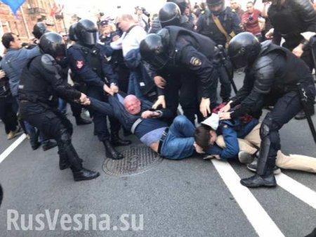 На первомайской демонстрации в Санкт-Петербурге прошли задержания (ФОТО, ВИДЕО)
