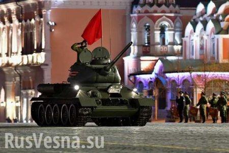 Ночь у Кремля: «Арматы», «Бумеранги» и «Курганцы» — яркие кадры новейшей техники (ФОТО, ВИДЕО)
