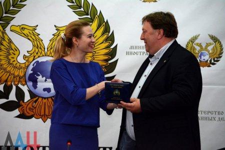 Сторонники ДНР из разных стран мира получили в Донецке награды (ФОТО)
