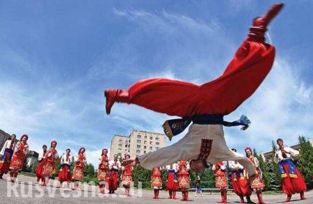 Есть рекорд! В Харькове сотни человек танцевали гопак (ВИДЕО)
