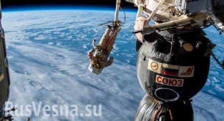 Российские космонавты забрали в открытом космосе полотенце, которое провисе ...