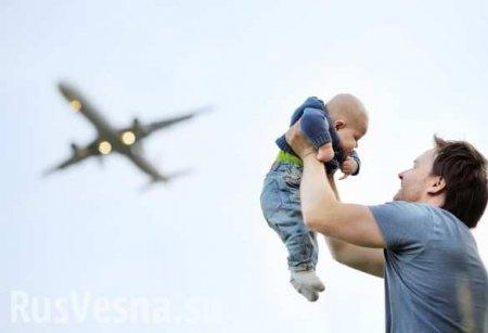 Чудесное спасение: мужчина поймал выпавшего изокна ребёнка (ВИДЕО)