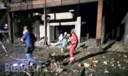 Рухнувшая фабрика на Украине погребла под собой человека, есть раненые (ФОТО)
