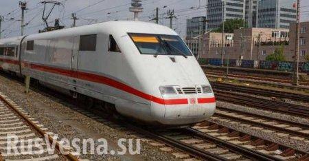 Мигрант толкнул женщину с ребенком под поезд в Германии (ВИДЕО)