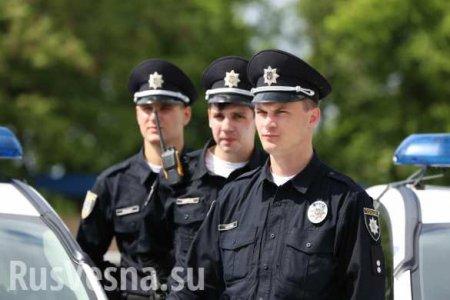На Украине пьяный водитель зажал копа стеклом и протащил по дороге (ВИДЕО)