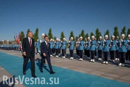 Зеленский заблудился во время торжественной церемонии в Турции (ВИДЕО)