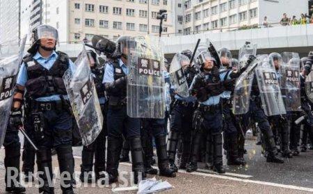 Полиция КНРжестко прессует «майданщиков» прямо вметро (ВИДЕО)