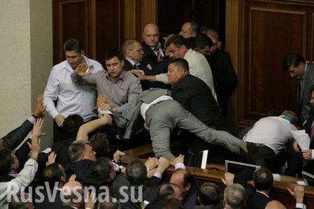 Новые украинские депутаты поспорили из-за мест в зале Рады
