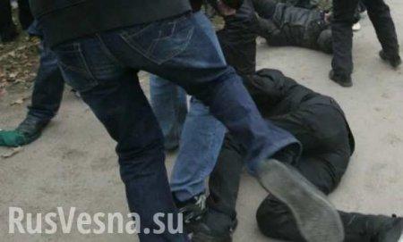 Избитые копы и раненые селяне: нападение на полицию на Западной Украине (ФО ...