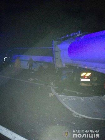 Страшная авария наУкраине: грузовик влетел вавтобус (ФОТО)