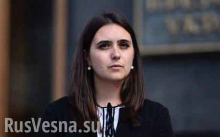 Пресс-секретарь Зеленского снова толкнула журналиста (ВИДЕО)
