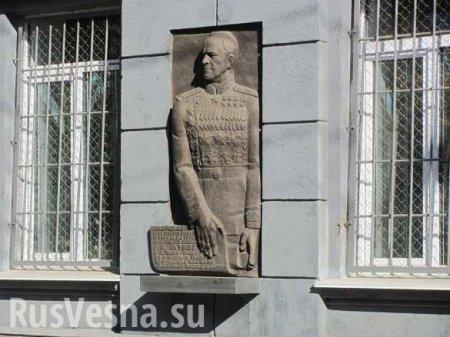 Как в Одессе сносили барельеф маршала Жукова на Куликовом поле (ФОТО, ВИДЕО ...