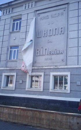 Воккупированном Краматорске отпал украинский баннер иобнажил страшную для«патрiотiв» правду (ФОТО)