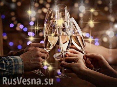 Только бокал шампанского? Что говорят врачи об алкоголе на Новый год