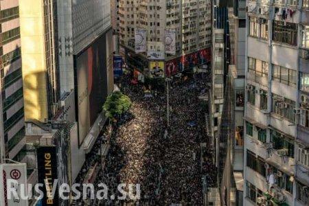 Жестокая битва за Гонконг: Цепь из протестующих растянулась на километры (ФОТО)