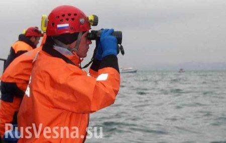 В Охотском море спасатели потеряли терпящий бедствие рыболовецкий траулер (ФОТО, ВИДЕО)