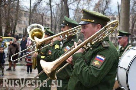 В Таджикистане армия России провела незабываемую акцию под окнами героя Вел ...