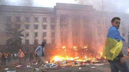 Не простим! У здания украинского посольства в Москве разлили «кровь» (ФОТО, ВИДЕО)