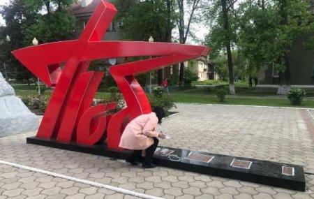 Украинский след: В ДНР схвачена группа вандалов, повредивших стелу «Победа» (ВИДЕО)