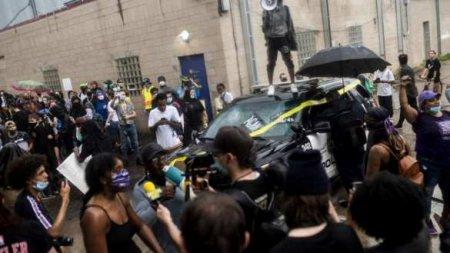 «Я не могу дышать»: беспорядки в США после смерти темнокожего задержанного  ...