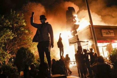 Судмедэксперты назвали причину смерти Джорджа Флойда, из-за которого вспыхнул «Чёрный Майдан»