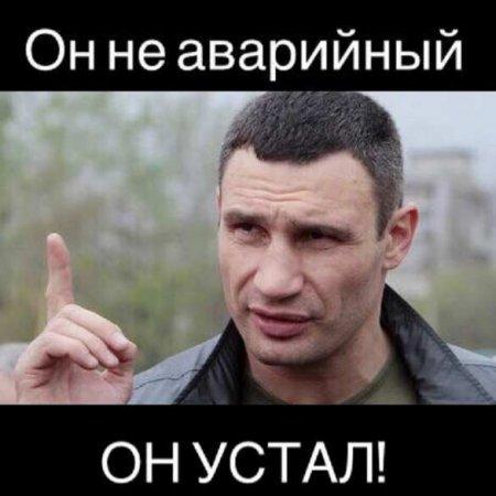 Мостопад: На Украине мост не выдержал многотонной фуры (ФОТО)