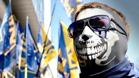 Сторонники неонациста Стерненко штурмовали суд в Киеве (ВИДЕО)