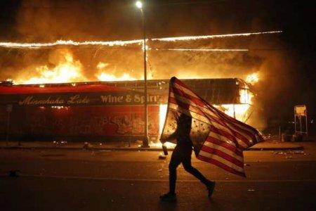 Бунт и массовые погромы в США: кто развязал войну против Трампа? (ВИДЕО)