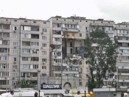 Спасатели вручную разбирают завалы: чудовищный взрыв дома в Киеве