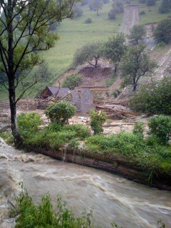 Закарпатье заливает: 20-дневная норма дождей за 2 часа (ФОТО)