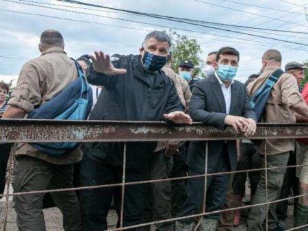 Посмотреть на плохие дороги и затонувший танкер: Зеленский поехал в Одесску ...