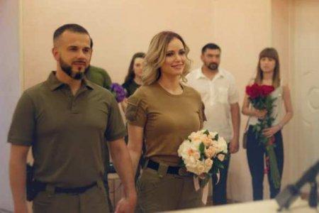 Одна из самых красивых ополченок ЛНР вышла замуж за известного офицера арми ...