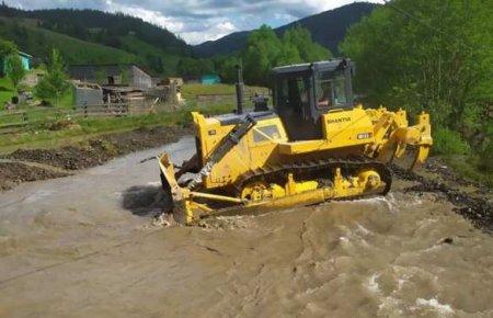 Большая вода уничтожила сотни километров дорог наЗападной Украине (ФОТО)